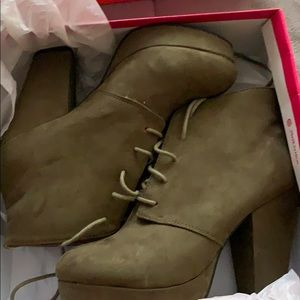 Mix No6 olive chunky boots sz 9